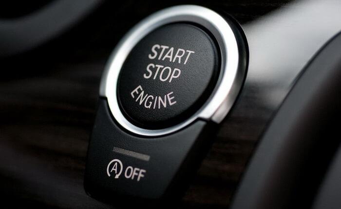 Start-Stop rendszerű autó indítása